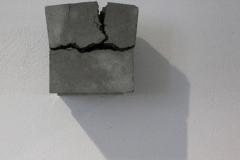O.T., Beton, Maße ca. 15 × 15 × 15 cm³, 2005