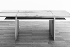 Tisch, zweiteilig, aus unzertrennten Douglasienbrettern, Maße ca. 76 × 260 × 85 cm³,1998