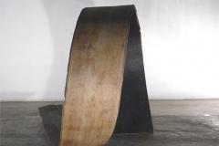 O.T., Eiche, gebogen, Maße ca. 130 × 110 × 200 cm³, 2005
