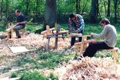 Bearbeiten der Sprossen am Fällort des benötigten Baumes
