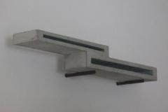 O.T. , Beton, Maße ca. 13 × 97 × 15 cm³, 2002, € 980.-