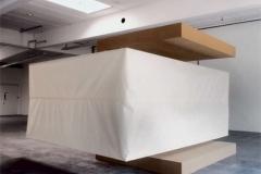 O.T. , Weichfaser, Papier, Maße ca. 350 × 500 × 400 cm³, Ausstellung Jetzt, Nürbanum, Nürnberg, 1999